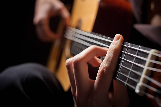 beste manier om gitaar te leren spelen